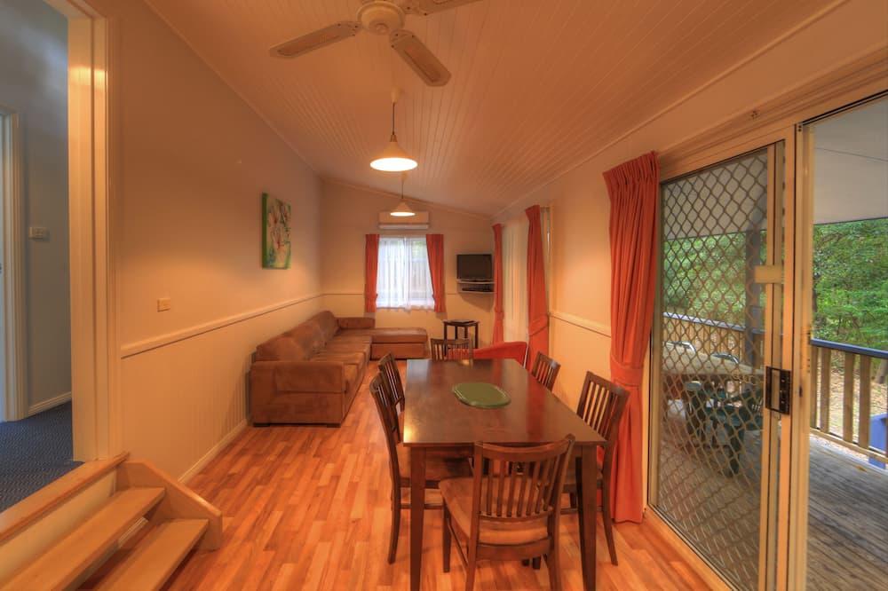 2 Bedroom Treetop Spa Lodge - Garden View - In-Room Dining