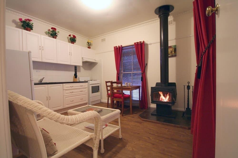 Elan Cottage - Living Area