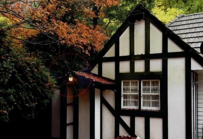 Tudor Cottages Mt Dandenong, Mount Dandenong, Bahagian Luar