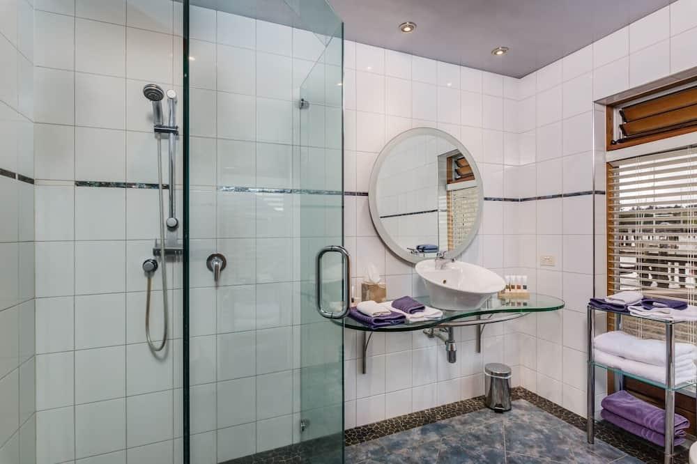 Standard Apartment, 2 Bedrooms, Kitchen (The Landing) - Pancuran Bilik Mandi