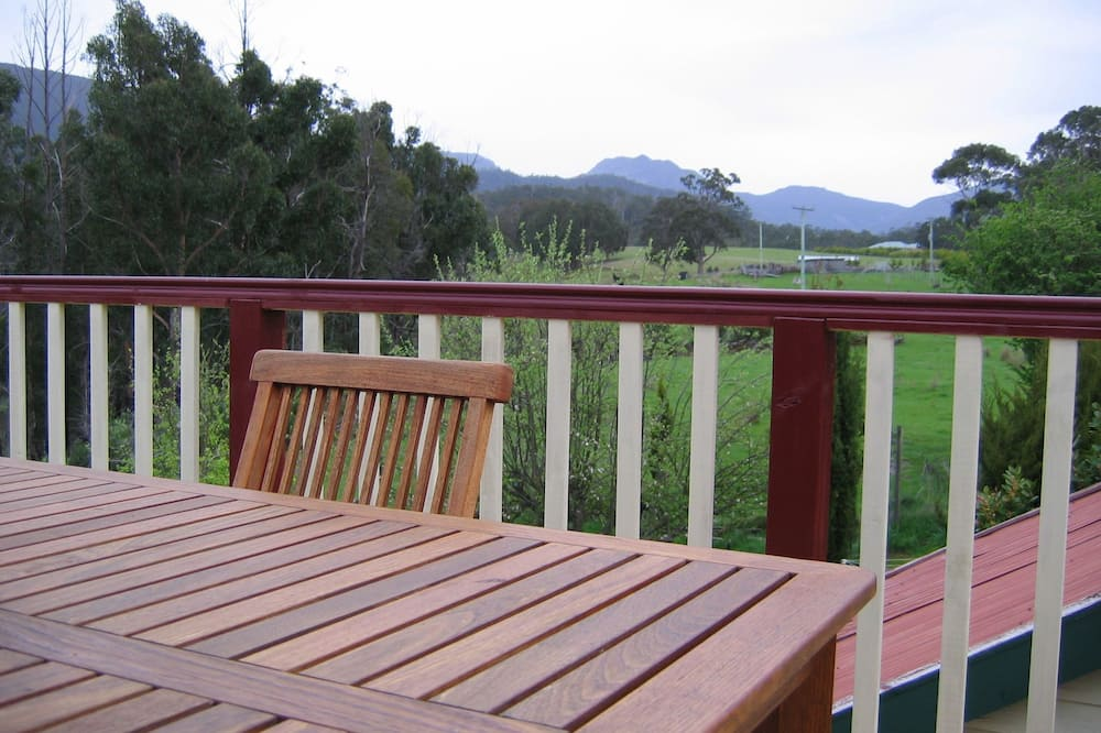 Traditional Apartment, 2 Bedrooms, Kitchenette, Mountain View - Balcony