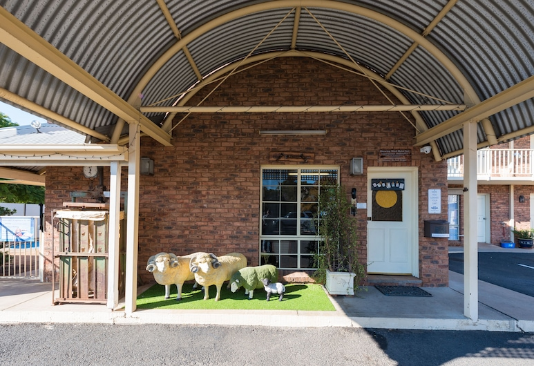 Shearing Shed Motor Inn, Dubbo, Hotel Entrance
