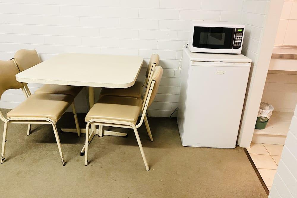 Rodinné štúdio, nefajčiarska izba (Family Standard Room) - Stravovanie v izbe