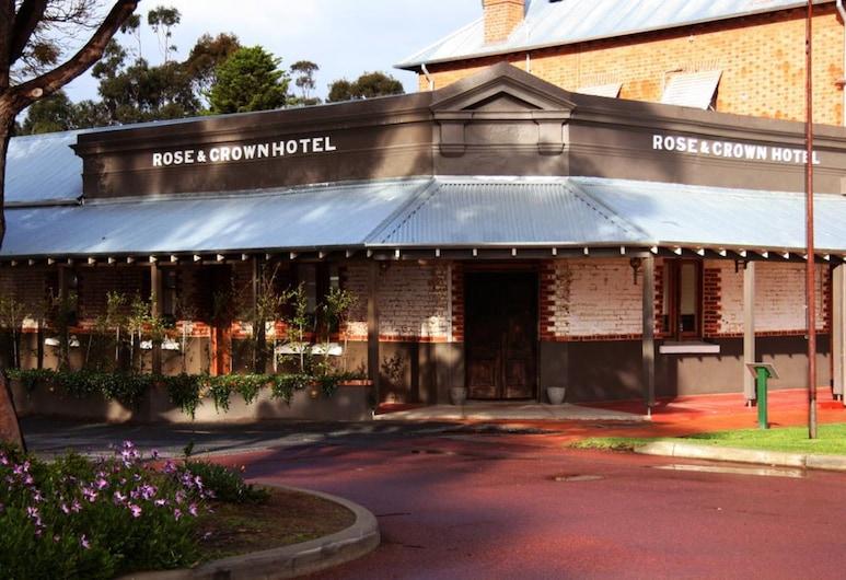 Rose & Crown Hotel, Gilfordas