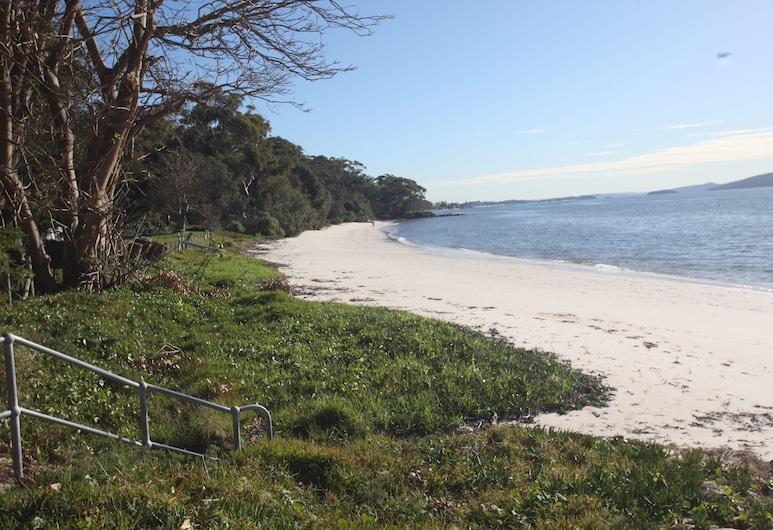 愛茉莉海灘酒店, 尼爾森海灣, 海灘