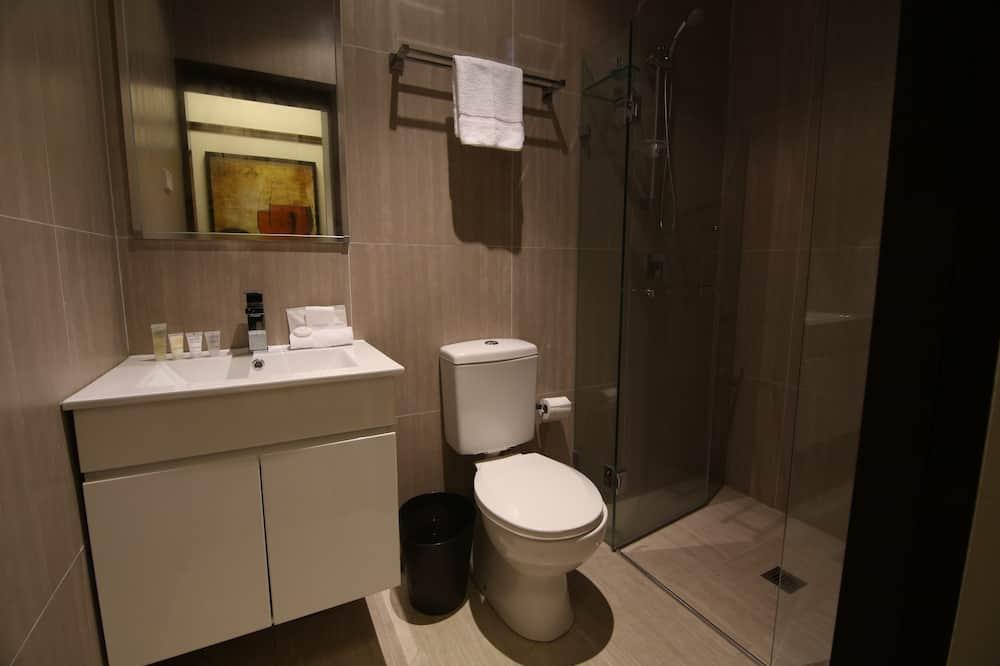 Familiekamer, 2 tweepersoonsbedden - Badkamer