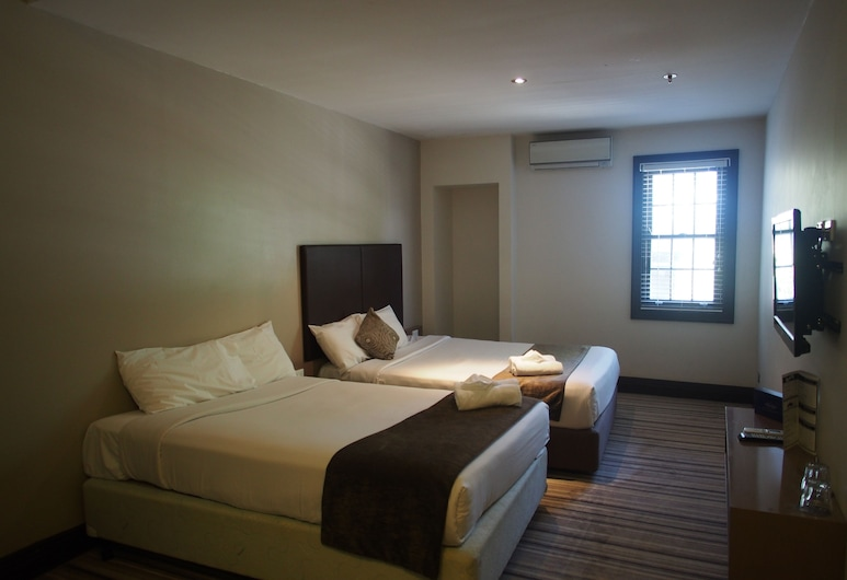 Southern Cross Hotel, St Peters, Family Room, 2 Double Beds, Guest Room