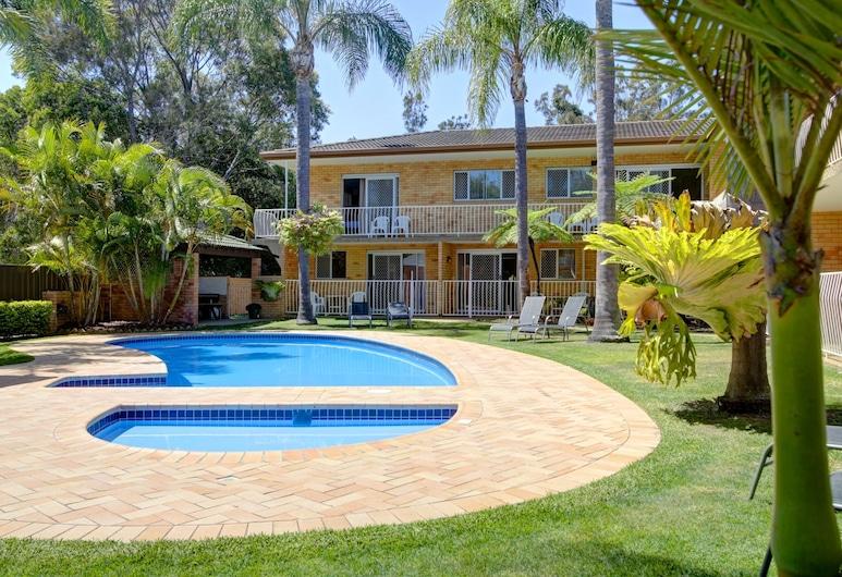 Beachpark Apartments, Coffs Harbour, Garden