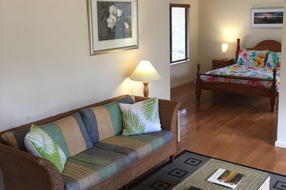 Standard Suite, 1 Bedroom, Non Smoking, Kitchen (Cabernet Spa Chalet 1n) - Living Area