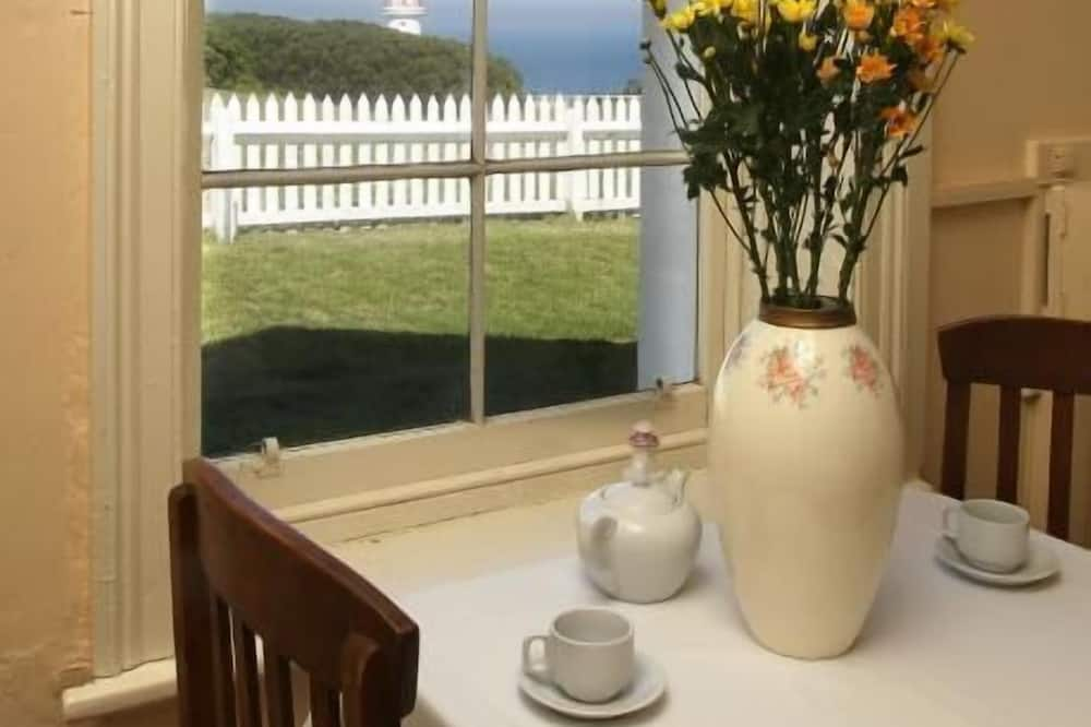 Lightkeepers Cottage B&B - In-Room Dining