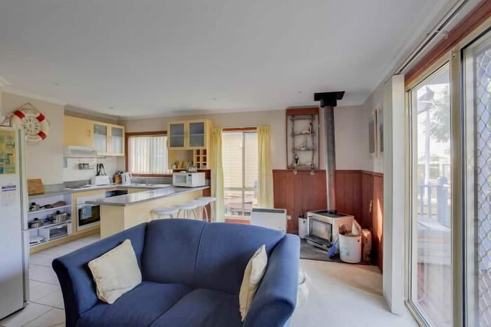 Standard Suite, 2 Bedrooms, Kitchen (Hebe Self-Contained) - Living Area