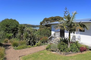 Enter your dates for our Waiheke Island last minute prices