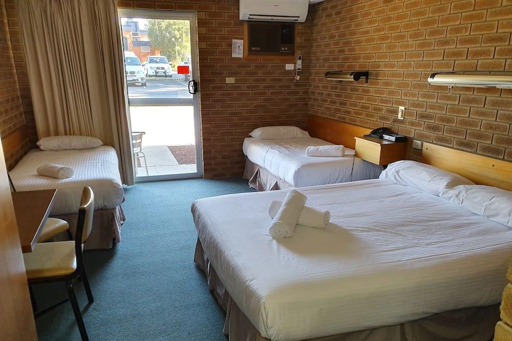Standard Suite, 1 Bedroom, Non Smoking, Kitchenette (Triple Room) - Living Area