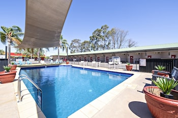 Enter your dates to get the Dubbo hotel deal