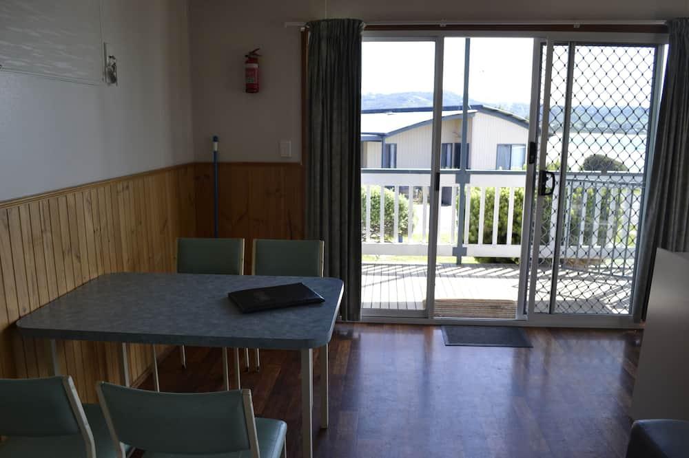Deluxe Cabin, 2 Bedrooms - Living Area