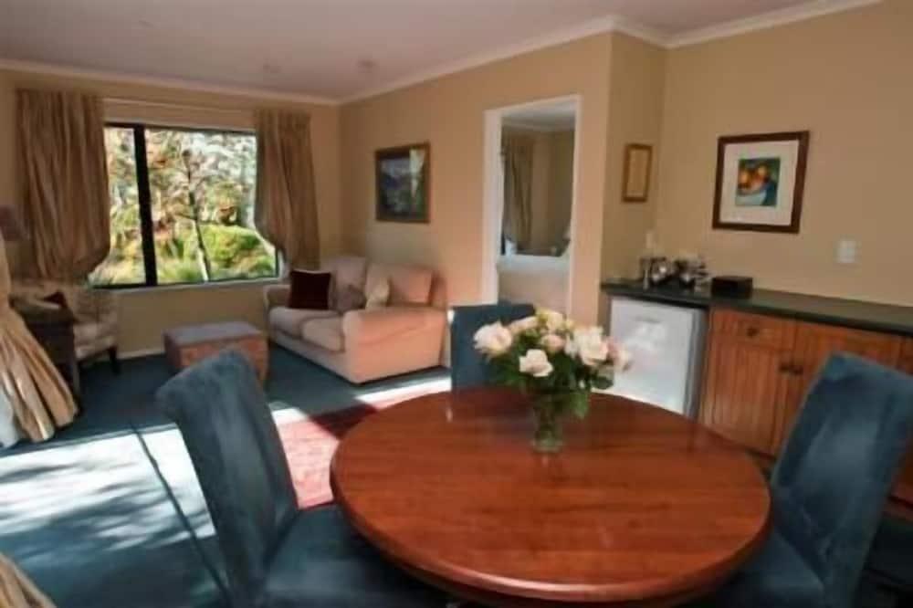 Phòng Suite Cao cấp, 1 phòng ngủ, Không hút thuốc, Bếp nhỏ (Luxury Retreat) - Khu phòng khách