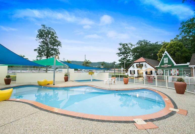 Clog Barn Caravan Park, Coffs Harbour, Standard Cabin, Outdoor Pool