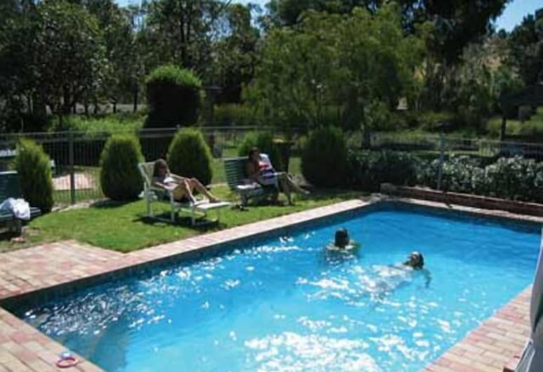 أريستوكرات واورنفال موتل, ورن بوندس, حمّام سباحة خارجي