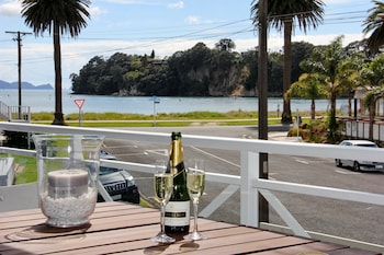 Picture of Crowsnest Apartments in Whitianga