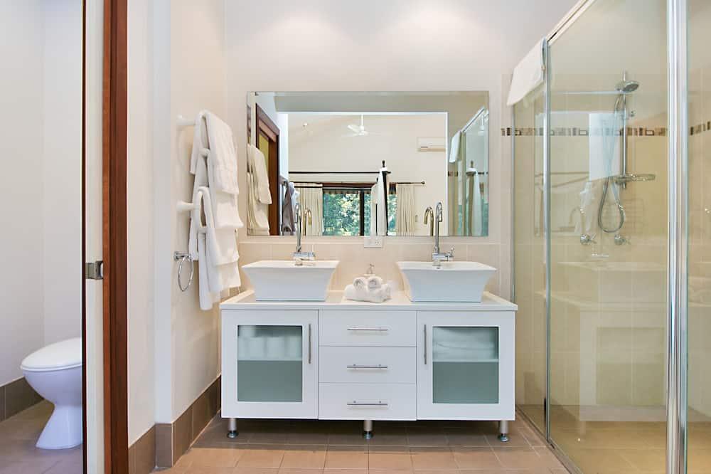 Standartinio tipo numeris, 1 miegamasis, Nerūkantiesiems, virtuvė (Valley View) - Vonios kambarys
