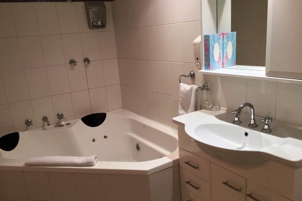 Standardní pokoj, nekuřácký, vířivka (King Room with Spa) - Koupelna