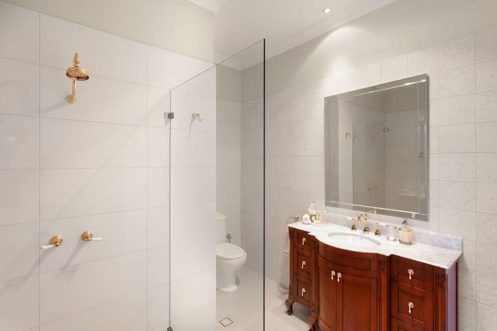 Deluxe Queen Suite Private Courtyard Suite 2  - Bathroom