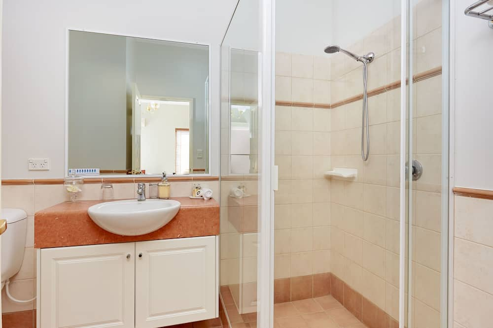 The King Suite 3 Private Entrance - Bathroom