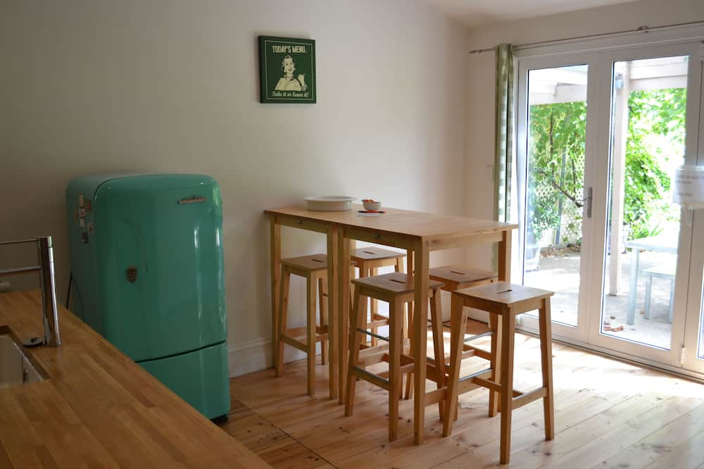Tin House Escape – Multi Bedroom Apartment - In-Room Dining