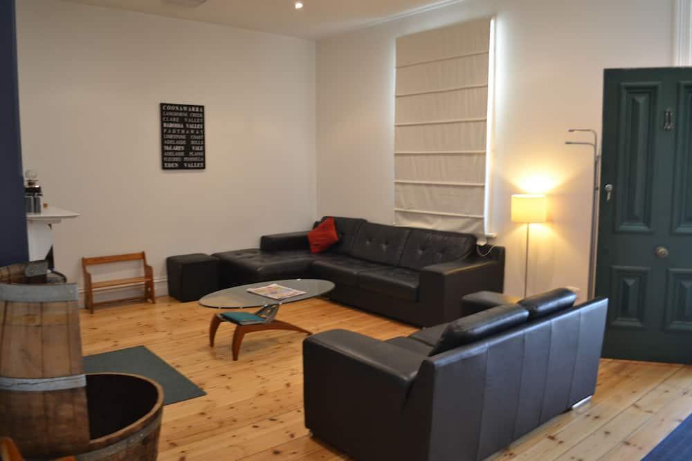 Tin House Escape – Multi Bedroom Apartment - Living Area