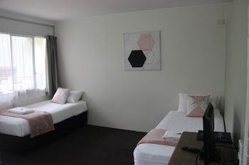 Enter your dates to get the Caloundra hotel deal