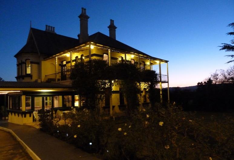 Airlie House Motor Inn, Scone, Fachada del hotel de noche