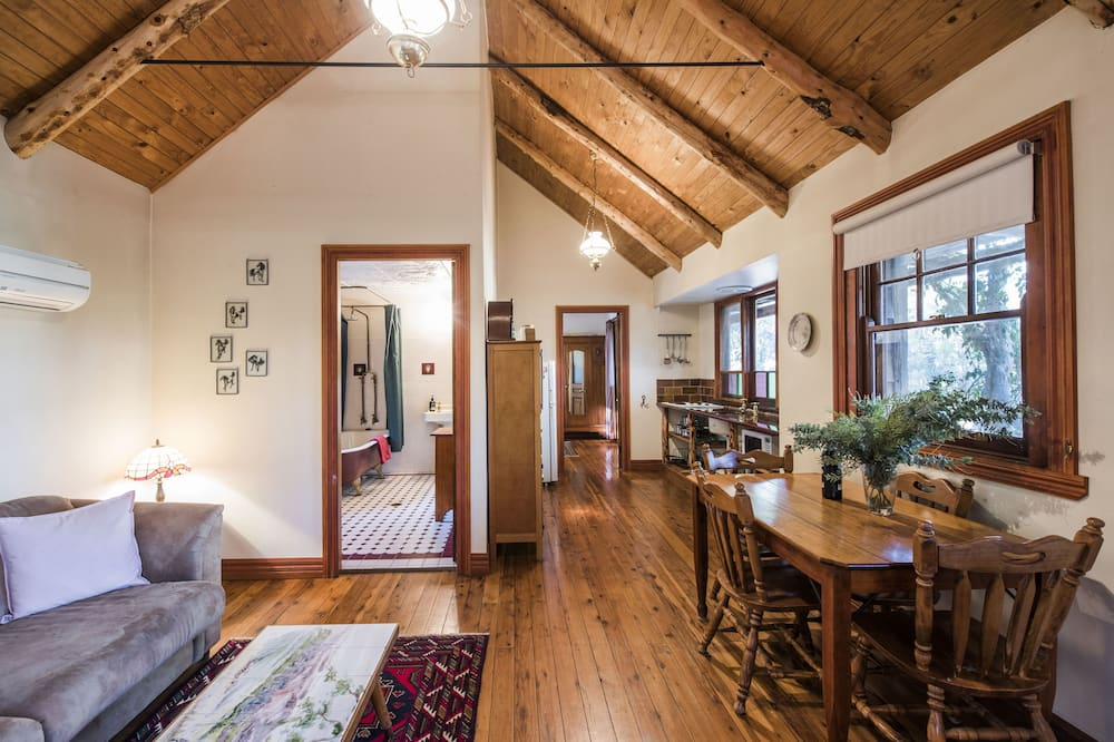 Standard Cottage, 1 Bedroom, Non Smoking, Kitchen (Calving Gully Cottage) - Living Area
