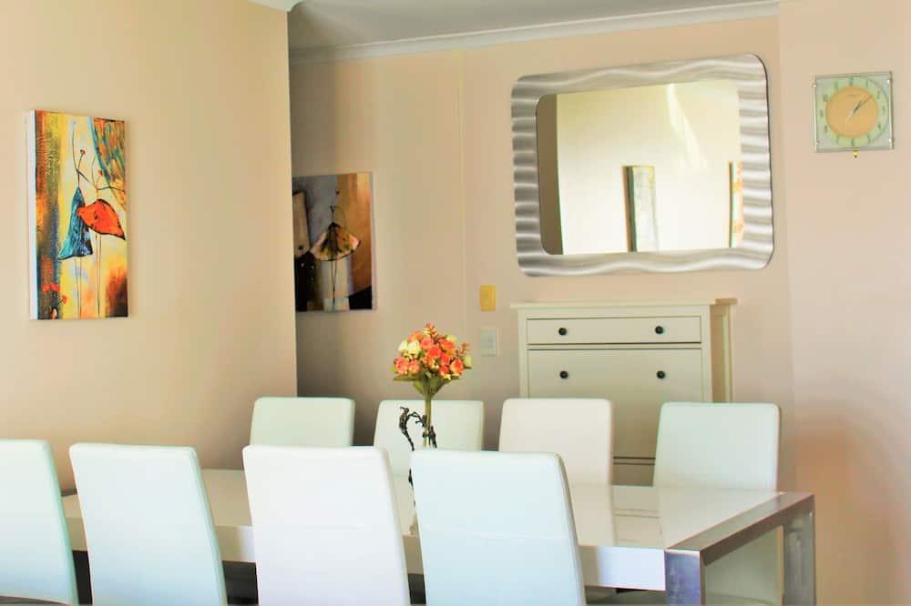 Apartment, Seeblick (5 Nights) - Essbereich im Zimmer