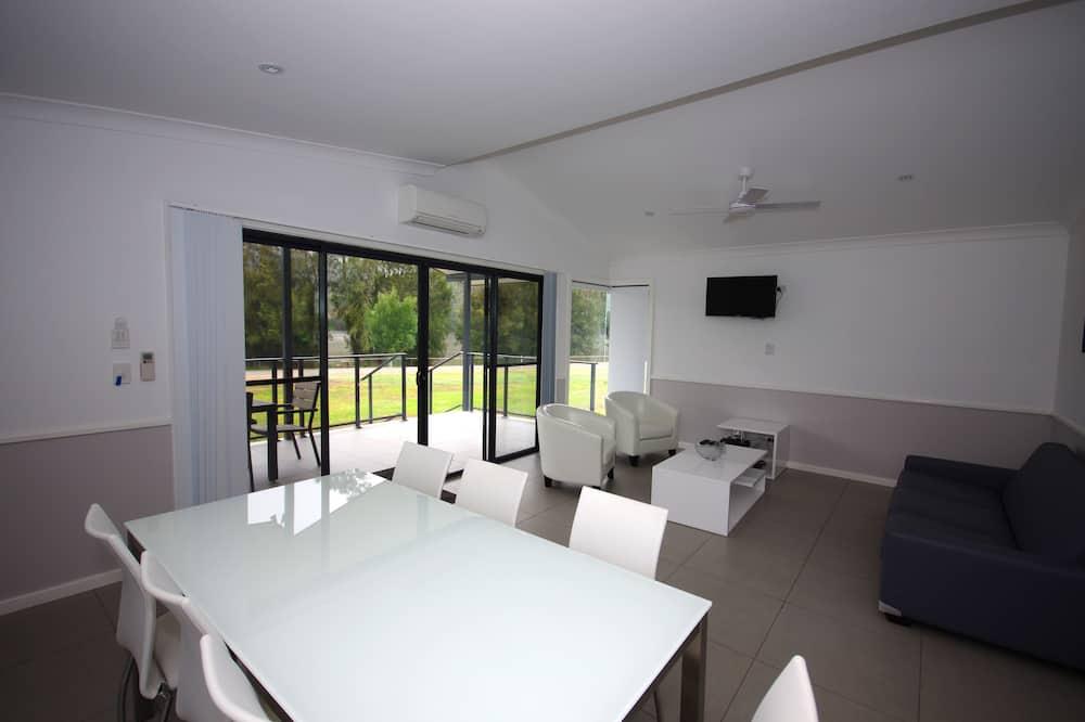 Phòng Suite Tiêu chuẩn, 2 phòng ngủ, Không hút thuốc, Bếp (Riverside Villa) - Khu phòng khách