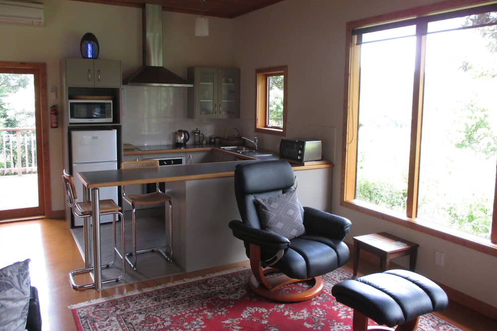 Standard Suite, 1 Bedroom, Non Smoking, Kitchen (Bush Sand and Sea) - Living Room