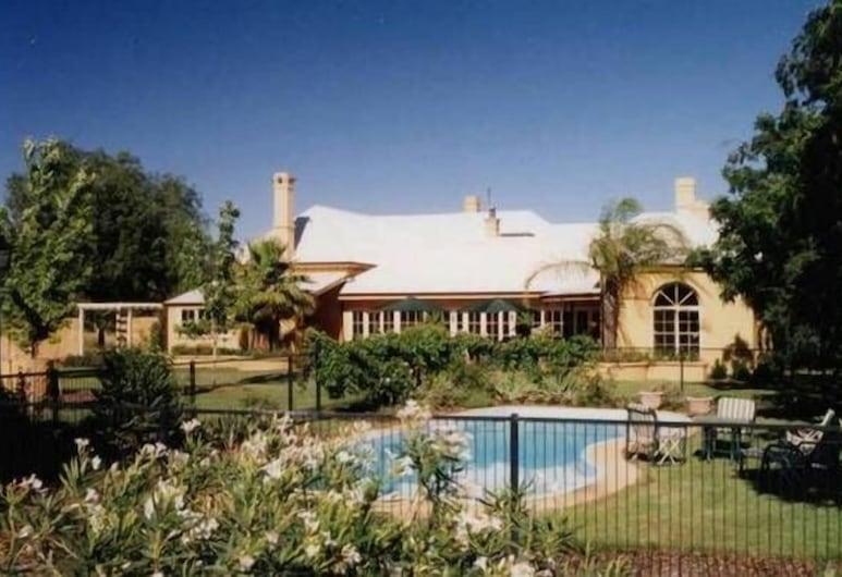 瑞恩拉之家旅館, 多寶, 泳池瀑布