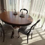 Luxury Apartment, 1 Bedroom, Accessible, Lake View - In-Room Dining
