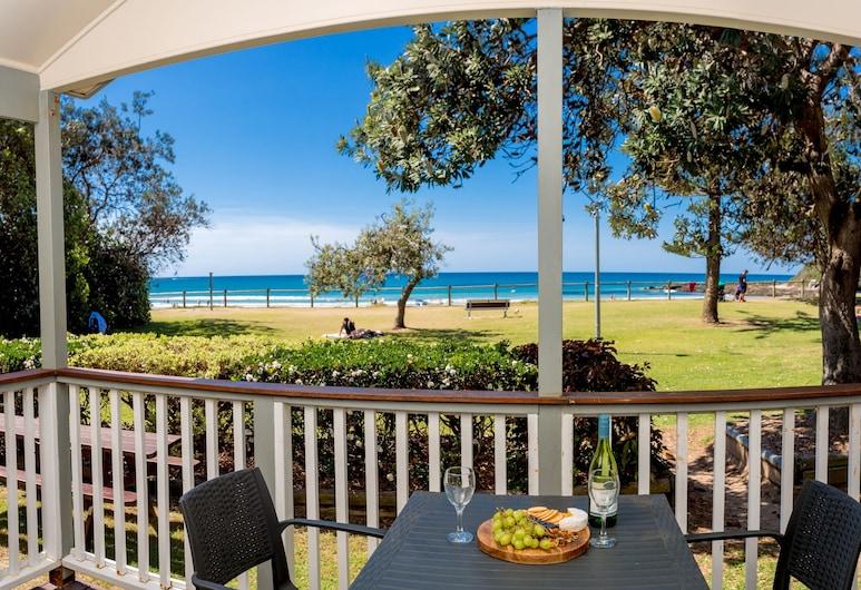 Woolgoolga Beach Holiday Park, Woolgoolga, Family Villa, 2 Bedrooms, Teres/Laman Dalam