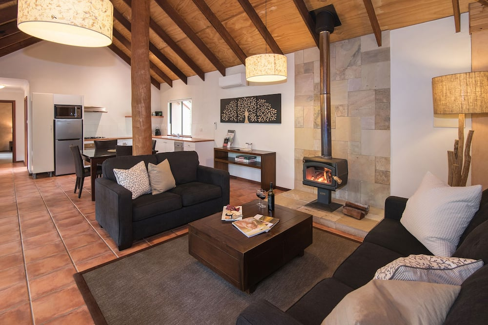 1 Bedroom Spa Forest View Chalet - Living Room