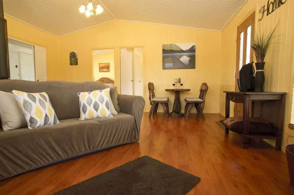 Luxury Suite, 2 Bedrooms, Kitchen (Luxury Cottage) - Living Area