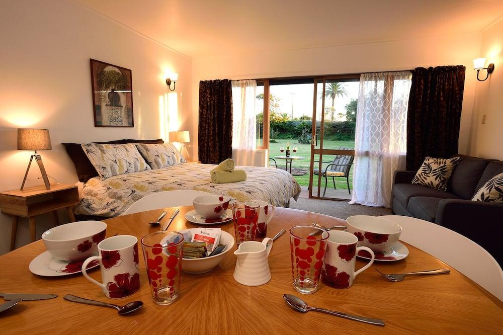 Garden Family Room - Living Area