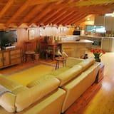 Standard Studio, Non Smoking, Kitchen (Studio Retreat) - Living Area