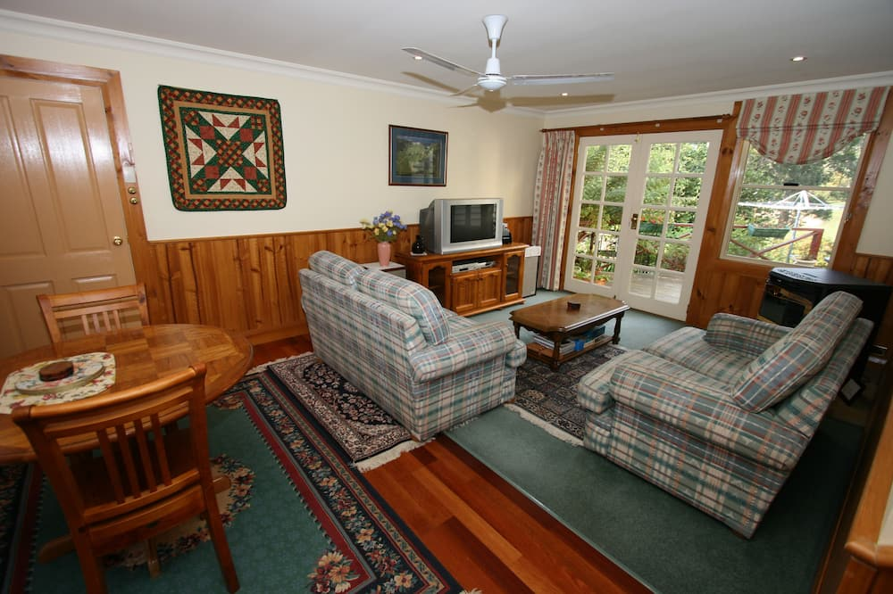 Standard Suite, 2 Bedrooms, Non Smoking, Kitchenette (RIVER VIEW APARTMENT) - Living Area