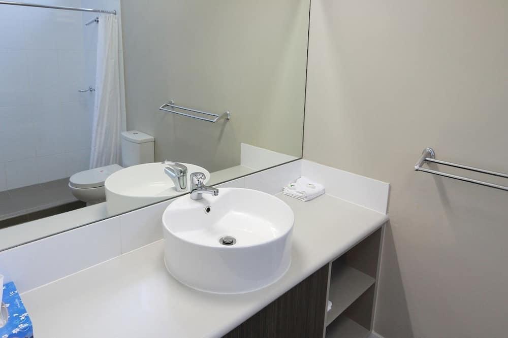 Standard Room, Non Smoking (Standard Motel Room) - Bathroom