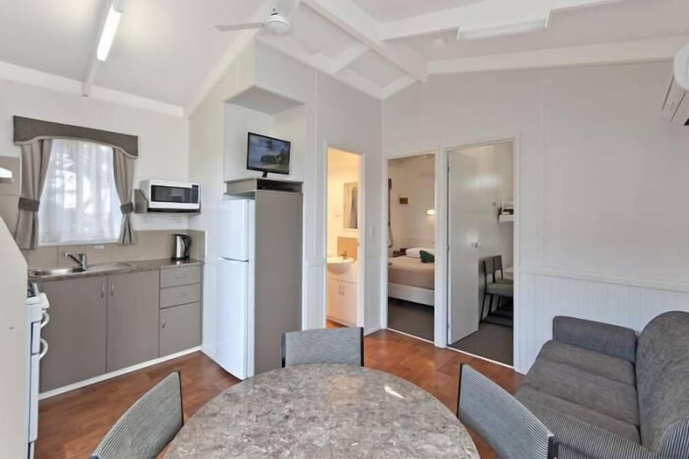 Cabin, 2 Bedrooms, Ensuite (Deluxe) - In-Room Dining