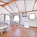 Family Cabin, 2 Bedrooms, Non Smoking, Kitchen (Deluxe Cabin) - Living Area