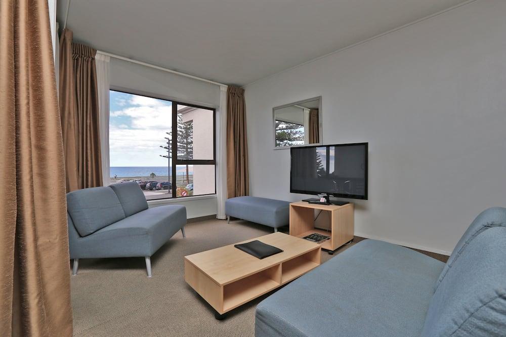 Standard Suite, 1 Bedroom, Non Smoking, Kitchen (Upstairs) - Ruang Tamu