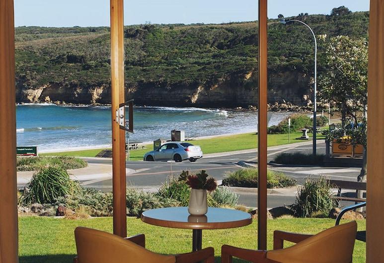 Loch Ard Motor Inn, Port Campbell, Apartament rodzinny typu Suite, widok na ocean, Widok zpokoju