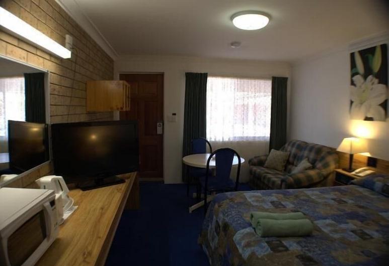 Settlers Motor Inn, Tenterfield, Deluxe Room, Non Smoking (Executive Queen Delux), Living Area