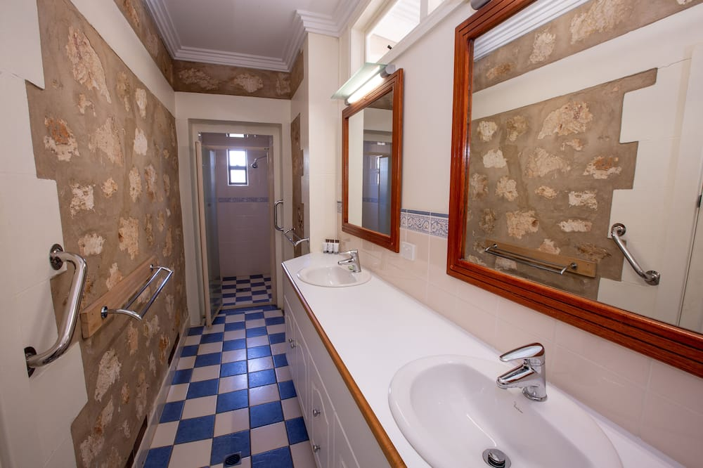 Casa superior, 4 habitaciones, bañera, vista al jardín - Baño